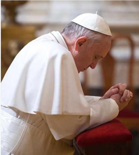 pope-francis-kneels-down-for-prayer