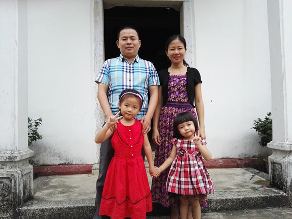 rev-huang-shaoxiong-and-his-family