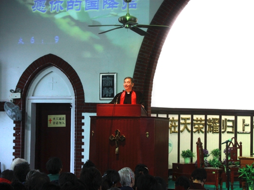 rev-zhang-wuxing-delivers-a-sermon-in-glory-church
