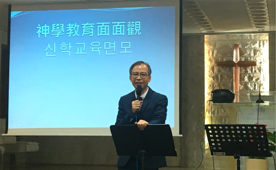 he-chao-xiong-gives-the-lecture-in-the-revival-conference