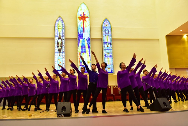 young-believers-perfrom-the-dance-you-crucified-on-the-cross-to-celebrate-the-church-dedication