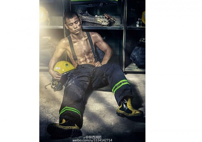 a-handsome-firefighter-posing-for-the-2017-chinese-firefighters-calendar-4-jpg