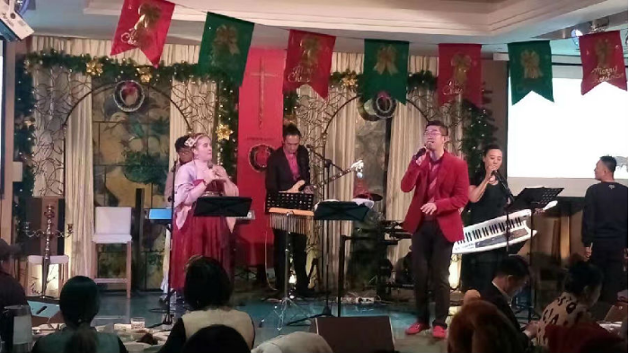 the-coming-rainbow-band-of-beijing-praise-god-with-songs