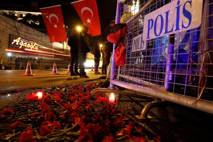 Auto bomb blast in Turkey's Izmir wounds 10