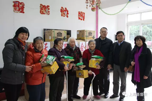 the-staff-of-shanghai-agape-foundation-visits-the-seniors