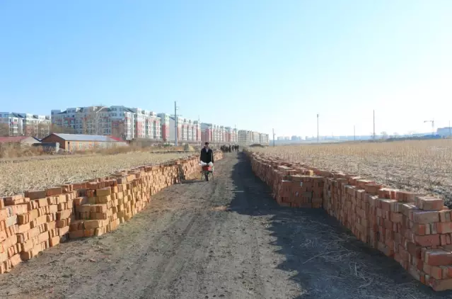 the-church-in-jinsha-new-district-has-collected-more-than-20-000-bricks