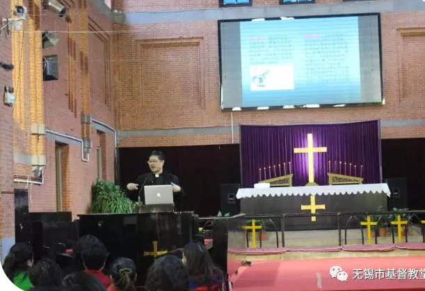 pastor-zhang-peifu-speaks-in-the-lecture