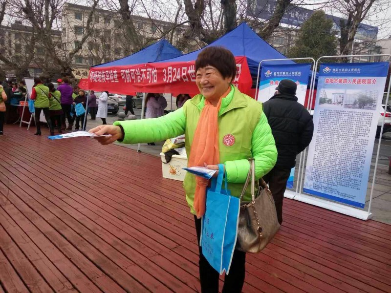 a-member-of-home-of-love-fellowship-in-yiyang-distributes-brochures-to-people-passing-by