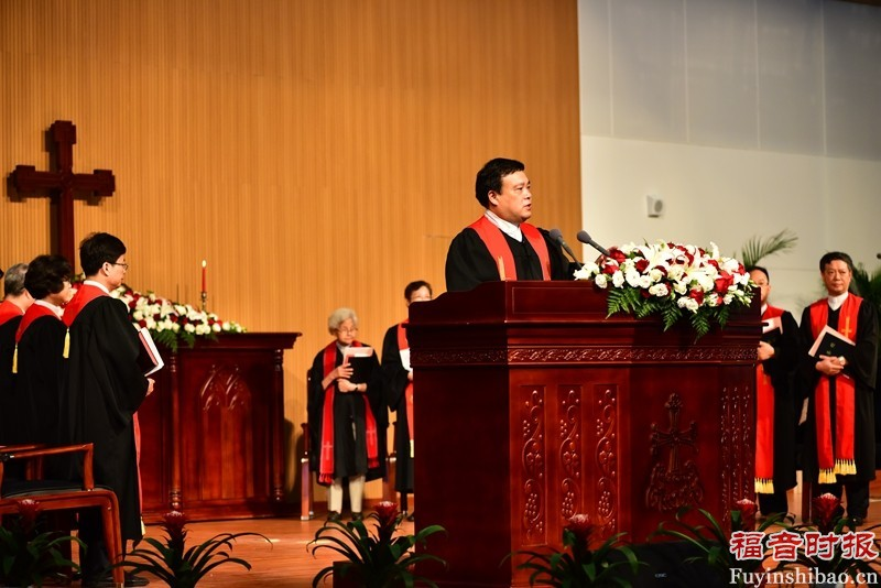 Rev. Chen Bin hosted the Thanksgiving Service during the NUTS event.(credit: GospelTimes.cn)