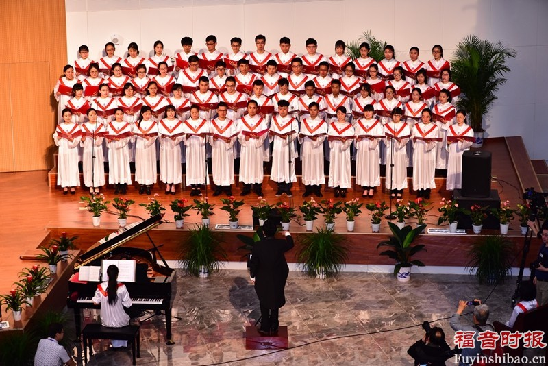 Choir time during the thanksgiving service。