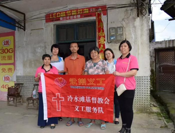 the-voluntar-y-team-of-lengshuitan-church-visited-six-empty-nesters-who-live-in-a-local-rural-town