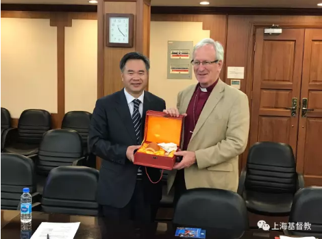 xie-bingguo-and-revd-david-urquhart-right-exchanged-gifts-in-shanghai-on-july-28-2017
