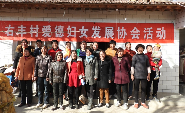 group-photo-the-women-in-youfeng-village-joined-in-the-amitys-development-project