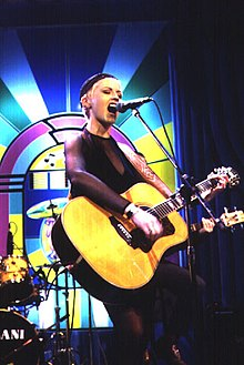 oriordan-singing-onstage-at-the-height-of-their-fame-1995