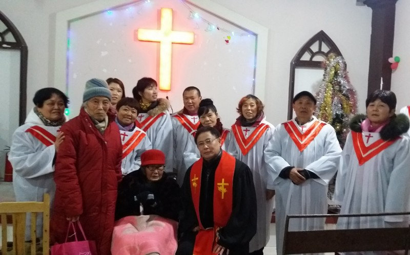 grouo-photo-lei-shuqun-in-the-wheelchair-102-the-choir-and-her-pastor-after-the-baptism-service