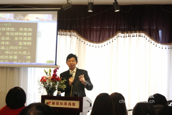 rev-si-duoyong-shares-a-sermon-in-a-service