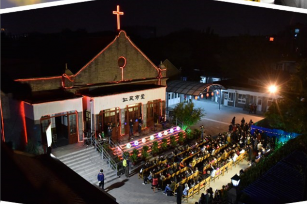 it-was-the-first-time-that-beijing-gangwashi-held-a-music-evangelistic-meeting-at-its-church-courtyard