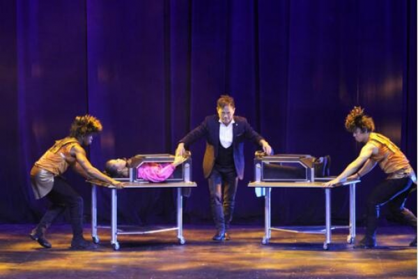 pastor-lawrence-khong-middle-performed-a-magic-show