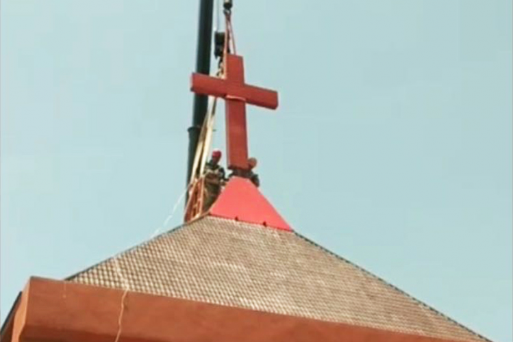 A registered church located Tongda Town, Lujiang County, Hefei, Anhui had its cross removed on May 18, 2020.