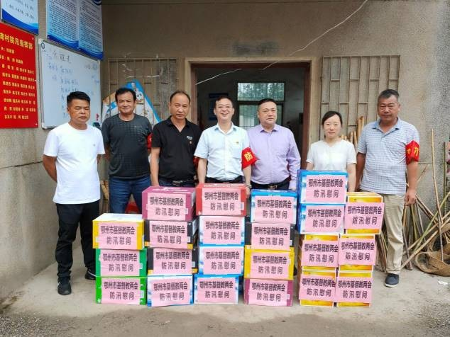 On July 25, 2020, Ezhou CC&TSPM of Hubei sent food to frontline soldiers fighting flood at a local flood control headquarter.