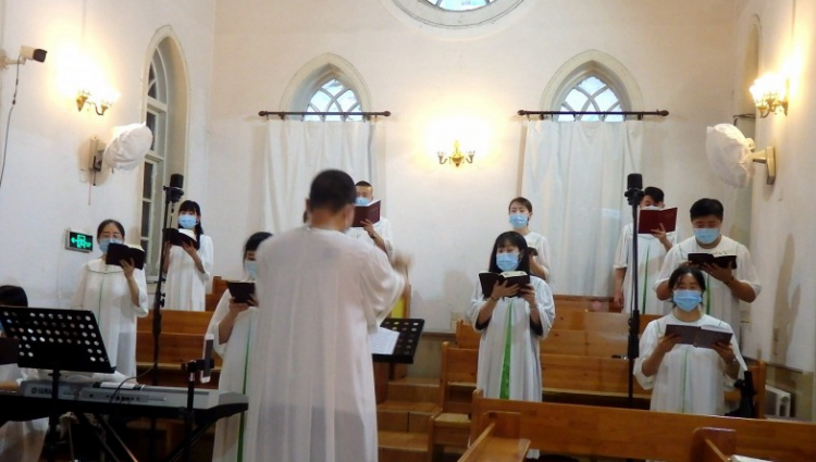A church choir in China's northeastern Liaoning Province presented hymns on July 19, 2020.