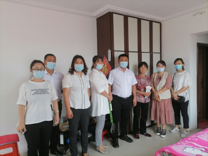 On September 1, Dongfeng Nanzhan Church visited poor students and families in Liaoyuan, Jilin.