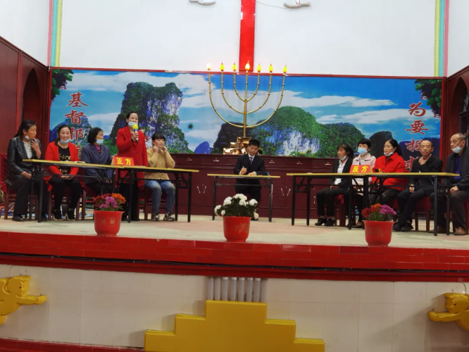 On November 9, 2020, two contestants were defending their positions on one topic in a debate of a contest on biblical knowledge held for Christians in Dongguan Church, Xinyang, Henan Province.