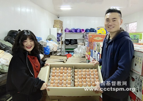 On November 17, 2020, Elder Chen Yongsheng, head of the Church in Fuxin City, sent 1,000 kilograms of eggs to the Northeast China Theological Seminary and moved all the teachers and students.