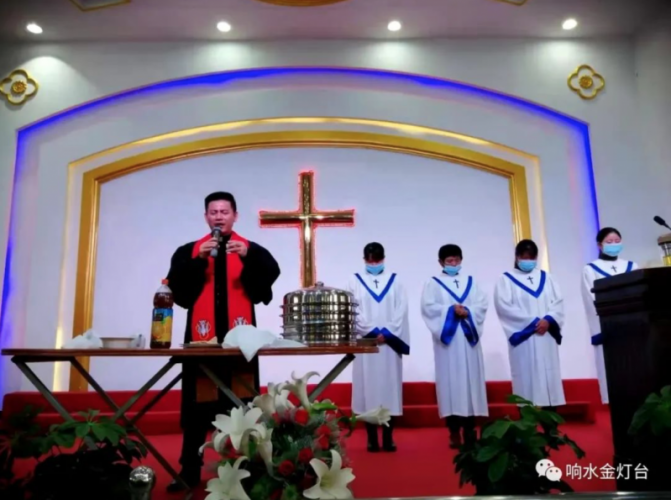 In Xiaowei Church, Yancheng, Jiangsu Province, Rev. Han Rongrong held the baptism and Communion services in late November 2020(unsure).
