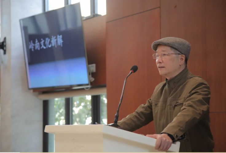 Chen Zehong, a librarian of literature and history research of Guangzhou Municipal People's GovernmenT, presented a lecture entitled