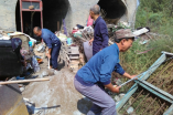 Linfen local Church members helps the familis in need to fix their house.