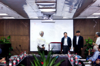 Professor Daozi and the dean inaugurated the Christian Literature and Art Research Center.