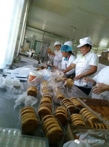 The believers make mooncakes