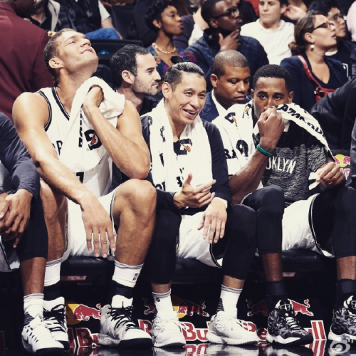 Jeremy Lin with his teammates