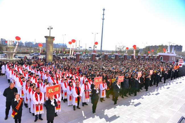 About 330 pastors and elders across China are divided into groups and around 4000 believers including cell group leaders and performers stand before entering the church