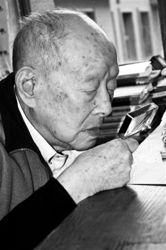 Zhou Youguan still worked in his twilight years