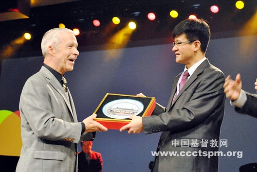 Rev. Dr. Joel Hunter receives a gift from the Chinese delegation