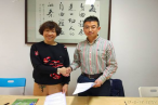 He Wen (right), deputy secretary of Amity Foundation, signs the contract with Ge Xiaohong, deputy secretary general of the Guangdong Orphan Education Society