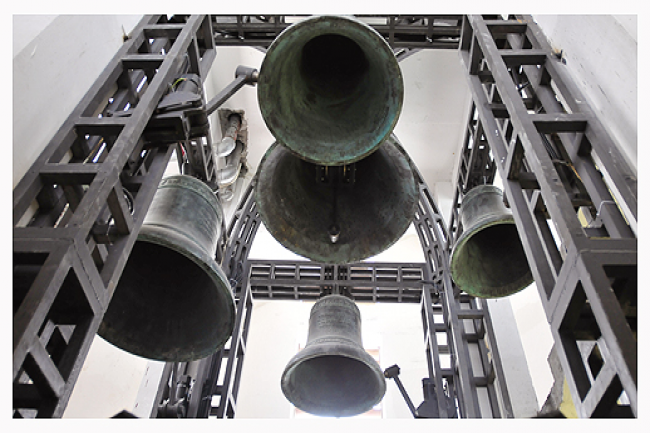 Five Giant Bells Toll Up Blessings