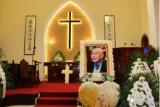 The portrait of Shen was placed in the church.