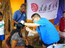 Ye Mingjun checked a local women in Sri Lanka.