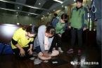 A woman of the team showed the nursing staff how to perform CPR.