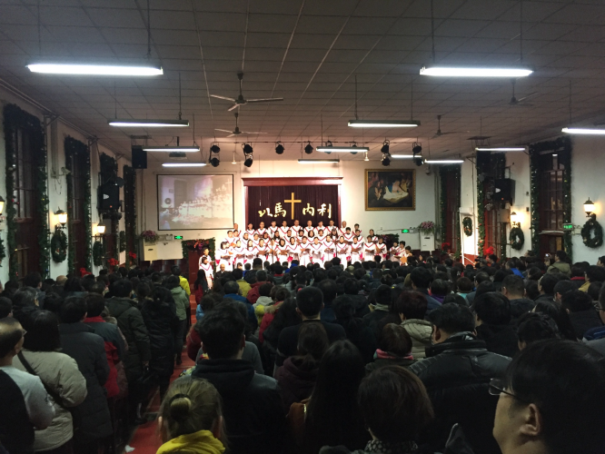 Beijing Gangwashi Church: the chorus presented hymns.