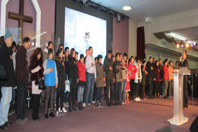 Qibao Abundance Church in Shanghai:about 50 people decided to accept Jesus in the calling part.