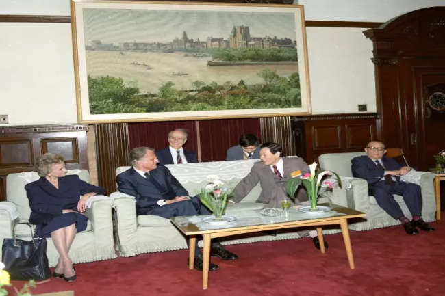 The Grahams met Zhu Rongji, China's vice premier at that time, in Beijing,1988.