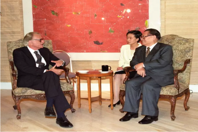 Billy Graham talked with Chinese President Jiang Zemin who was visiting the United States in Los Angeles in 1997.