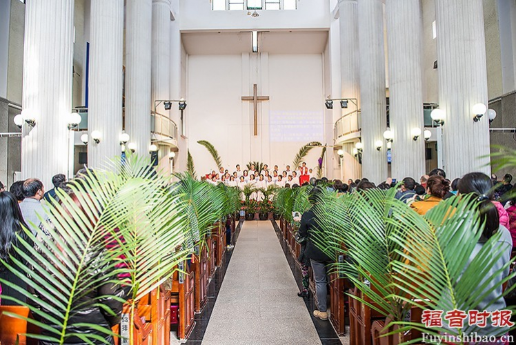Palm Sunday Service in Yanjing Theological Seminary: palm branches were placed on the sides of the pews.