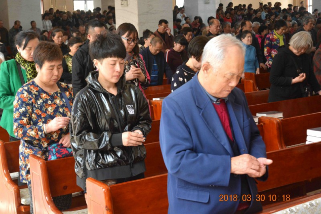 Xingsheng Church in Anshan, Liaoning, held the communion service on Good Friday.