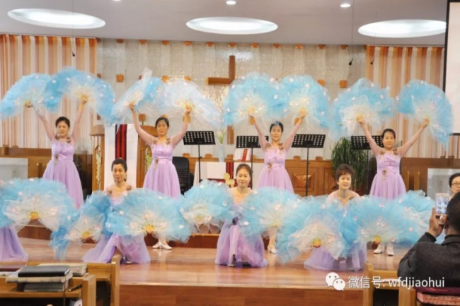 Lingxia Church in Wafangdian, Liaoning, held the Easter praise and worship meeting on Easter Sunday.
