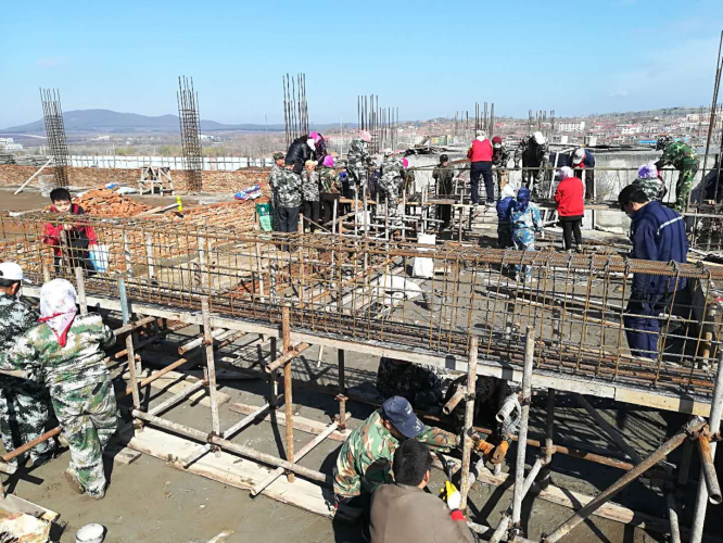 The congregation of the church in Jinsha New District worked at the construction site.
